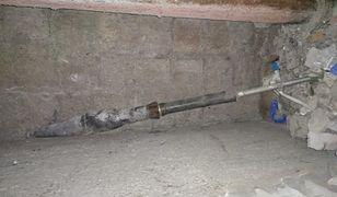 Pocisk z czasów II wojny światowej był zabetonowany w ścianie.