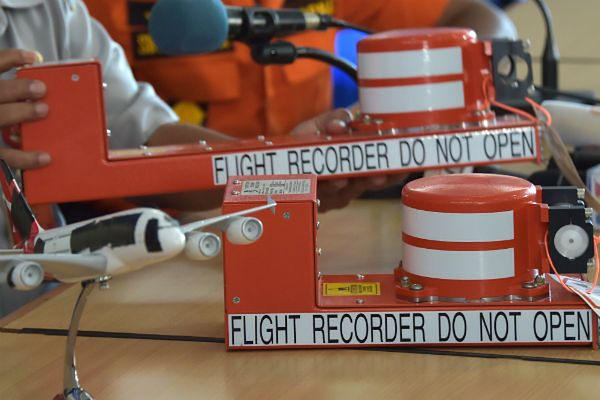 Z odczytanych zapisów z czarnych skrzynek wynika, że Airbus A320 nagle stracił siłę nośną