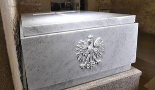 Nowy sarkofag Lecha i Marii Kaczyńskich w krypcie pod Wieżą Srebrnych Dzwonów na Wawelu