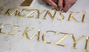 Nowy sarkofag Lecha i Marii Kaczyńskich na Wawelu