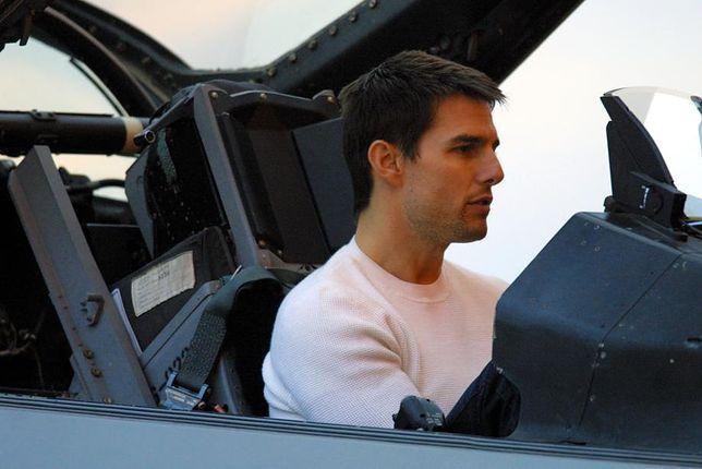 Tom Cruise skacze na spadochronie. To wideo robi wrażenie