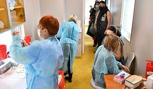 Sondaż. Polacy oceniają działania UE ws. pandemii