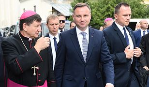 Prezydent Andrzej Duda i ordynariusz diecezji łuckiej biskup Witalij Skomarowski