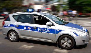 Mężczyzna znalazł leżące na trawniku ciało 21-latki. Kobieta skoczyła z 10. piętra