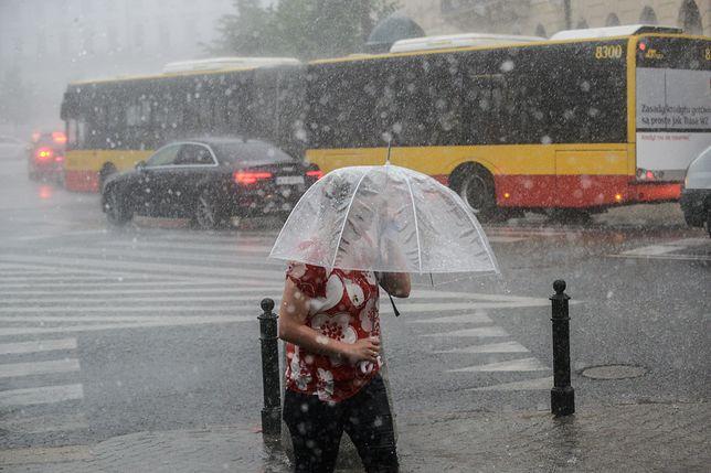 Potężne ulewy, burze i grad. Wydano ostrzeżenia przed załamaniem pogody