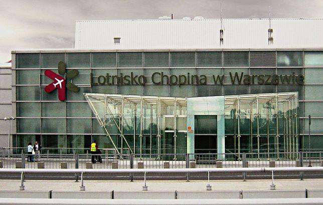 Lotnisko Okęcie - awaryjne lądowanie samolotu