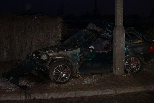 W wypadku w Lesznie zginęły dwie osoby. Chwilę wcześniej policjanci z drogówki kazali kierowcy dojechać do domu i zmienić łyse opony