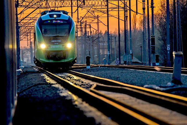 Warszawa Ursus. 59-latek wpadł pod pociąg. Kolej w stolicy sparaliżowana
