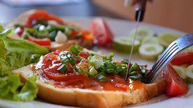 Pora jedzenia kolacji wpływa na ryzyko rozwoju nowotworów (WIDEO)