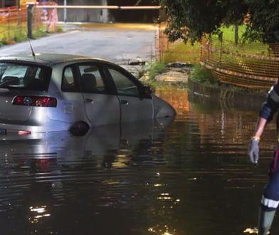 Wiele dróg na terenie Włoch zostało zalanych.