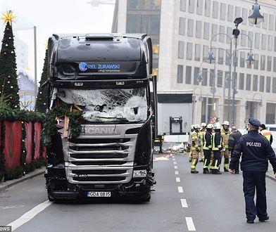 Polska ciężarówka dzień po zamachu na Breitscheidplatz w Berlinie.