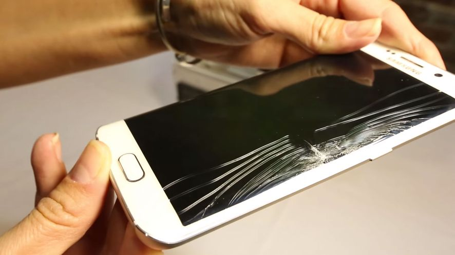 Galaxy S6 Edge wygina się gorzej niż iPhone, tylko czy ktoś się tym przejmie?