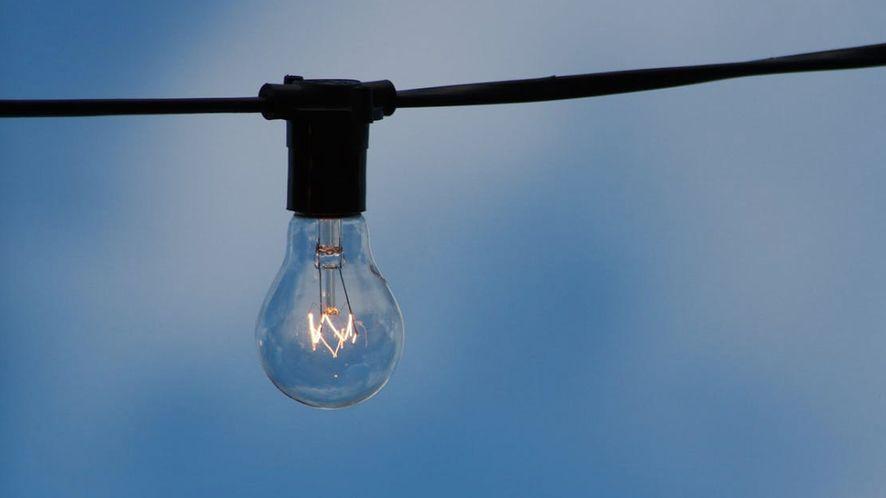 Tryb nocny z Lightbulb – lekką i otwartą alternatywą dla f.luxa