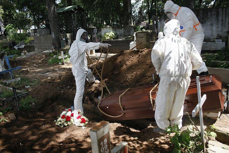 Zbadali zwłoki mężczyzn zmarłych na COVID-19. Niepokojące odkrycie