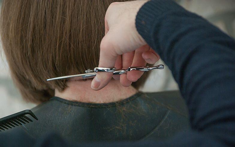 Twardy lockdown w całej Polsce. Co z salonami fryzjerskimi?