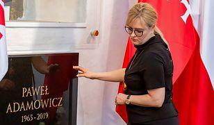 Magdalena Adamowicz przy grobie męża