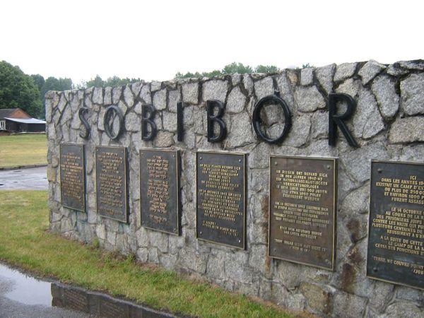 """Rosyjskie media nazwały obóz w Sobiborze """"polskim obozem koncentracyjnym"""". Po protestach dyplomacji, RIA-Nowosti sprostowała informację"""