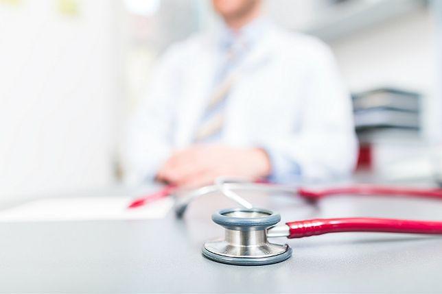 Raport na temat zarobków lekarzy w całej Polsce