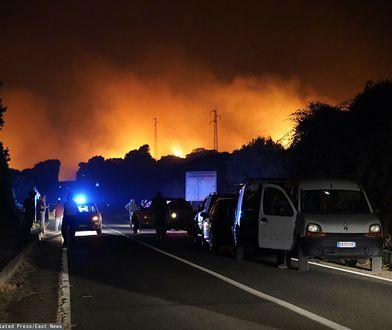 Włochy. Mieszkańcy Sardynii uciekają z domów. Pożary pustoszą wyspę