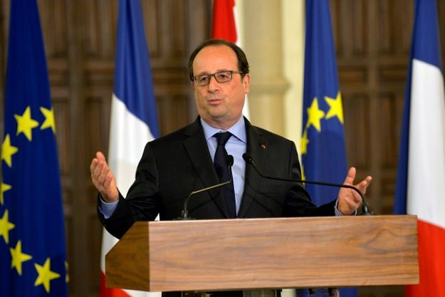 Hollande z odezwą do Włoch po przegranej rządu w referendum