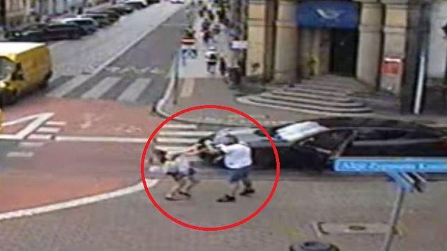Leszno. Kierowca porsche pobił kobietę. Jest decyzja prokuratury