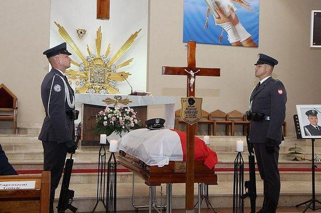 Szef MON Mariusz Błaszczak pośmiertnie awansował i odznaczył zmarłego pilota MIG-29 Krzysztofa Sobańskiego