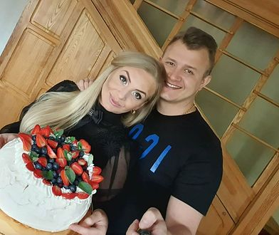 Dawid Narożny z partnerką