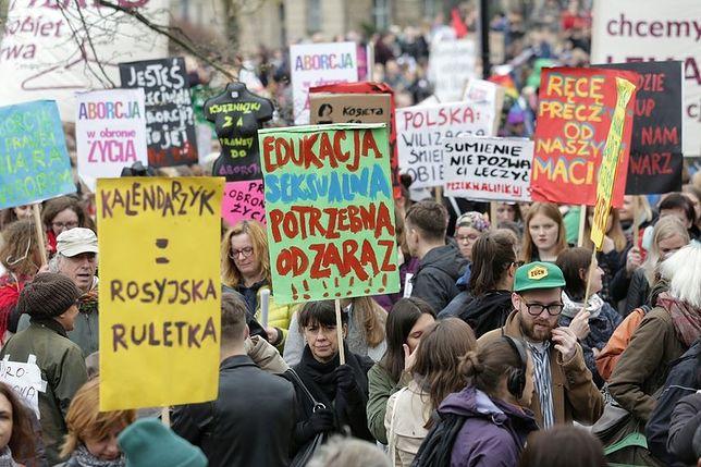 """""""Odzyskać wybór"""". Blisko 10 tys. protestujących przeciw zakazowi aborcji"""