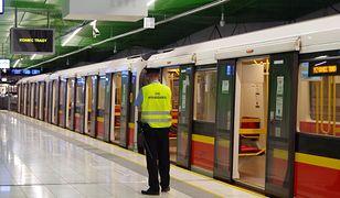 Warszawa. W metrze nie chciał założyć maseczki. Czeka go sprawa w sądzie
