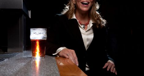 Stawiasz jej piwo? Uważaj może złapać łuszczycę
