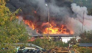 Ogień pochłonął budynek socjalny