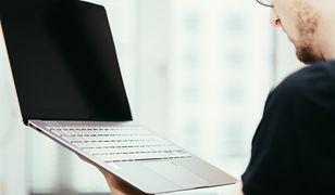Laptop jest tak lekki, że prawie go nie czujesz