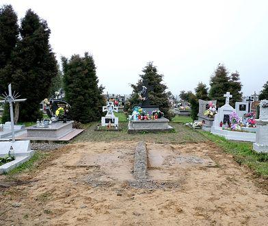 Pozostałości po zdemontowanym pomniku UPA w Hruszowicach