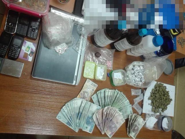 Ukryli w mieszkaniu ogromną ilość narkotyków. Zarzuty dla 5 osób