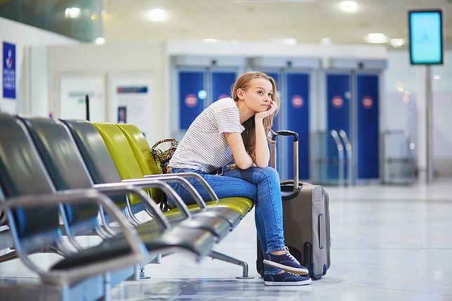Długie oczekiwanie na spóźniony lot to nic przyjemnego