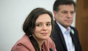 """Abp Jędraszewski mówi o """"ideologii singli"""". Klaudia Jachira komentuje: """"Przecież księża żyją w pojedynkę"""""""