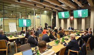 Awantura w Sejmie. Komisja podjęła decyzję ws. wykluczonych posłów KO