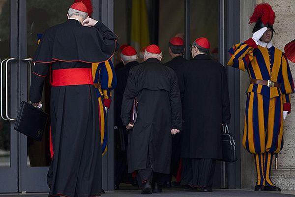 Przecieki z Watykanu. Tworzą się frakcje, są dwa nazwiska...