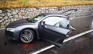 Audi r8 rozerwane po wypadku. Kierowca wyszedł z tego cało
