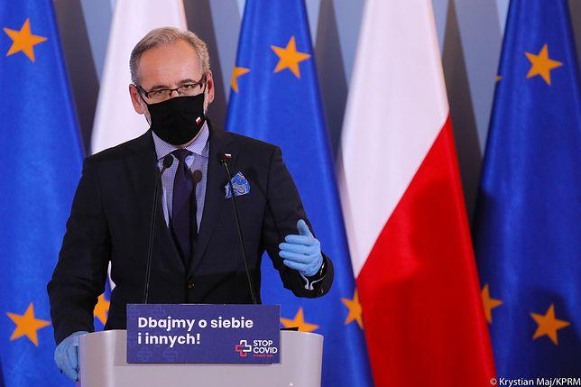 Koronawirus w Polsce. Rząd znów namieszał w obostrzeniach. Na zdjęciu minister zdrowia Adam Niedzielski.