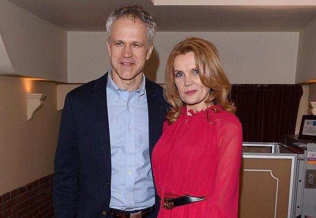 Radosław Pazura (na zdjęciu z żoną) skorzystał z zaproszenia jakie dostał i zaszczepił się na koronawirusa w WUM