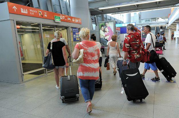 """MSZ odradza wyjazdy do kilkunastu krajów i apeluje o zachowanie """"szczególnej ostrożności"""""""