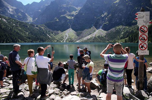 Rocznie Morskie Oko odwiedza milion turystów