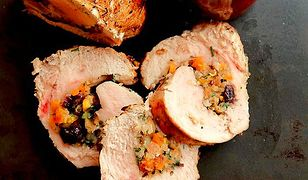 Filet z indyka faszerowany pistacjami z sosem żurawinowym