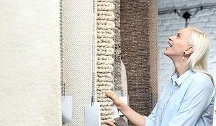 W wyborze wykładziny dywanowej w salonie pomogą opinie innych
