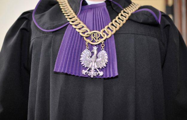 B. urzędniczka ministerstwa sprawiedliwości żąda ponad 15 mln złotych