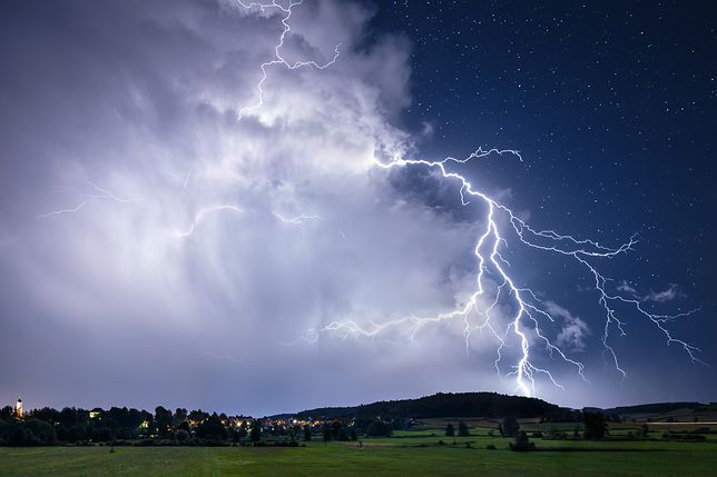 Majówka 2020. IMGW ostrzega przed burzami z opadami deszczu, gradem i porywami wiatru w dziewięciu województwach.