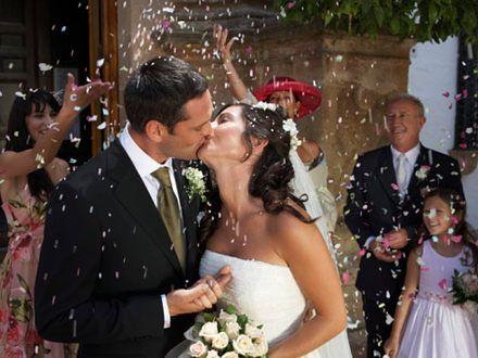 Znali się jako dzieci. Wpadli na siebie przypadkiem 18 lat później i wzięli ślub!