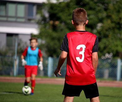 W meczu drużyn dziecięcych piorun uderzył w bramkę