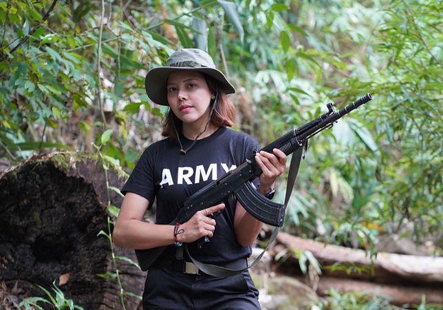 Była miss piękności bierze udział w zamachu stanu w Birmie.